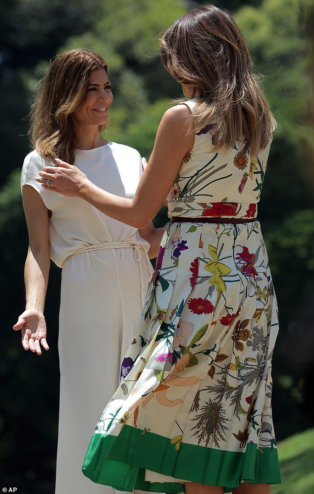 The power of flowers! Melania Trump presented a very glamorous show on the first day of the G20 summit in Argentina, wearing a $5,000 sleeveless Gucci dress and bold green high heels.